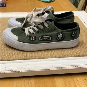 Green size 1 shoes